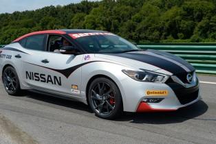 Nuevo Nissan Maxima 2016 participó como vehículo de seguridad oficial en el Gran Premio Oak Tree