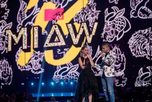 Lali Espósito y Oriana Sabatini ganadoras en los MTV MIAW'16
