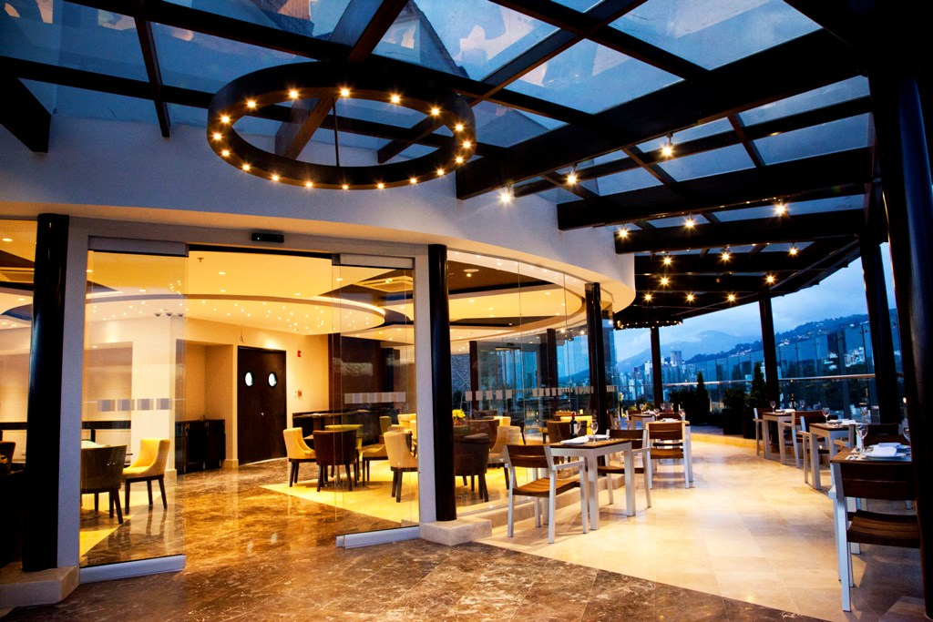 HI Bucaramanga Golden lounge LowRes