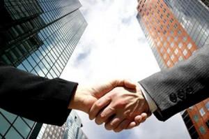 ejecutivos  dandose la mano_1