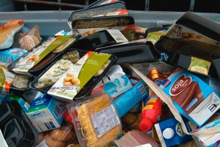 Exigen a PROFECO investiguen venta de productos caducos en Chedraui