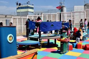 El Centro Femenil de Santa Martha Acatitla cuenta con área de juegos