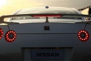 Nissan GT-R hace posible el sueño de adultos mayores en Brasil